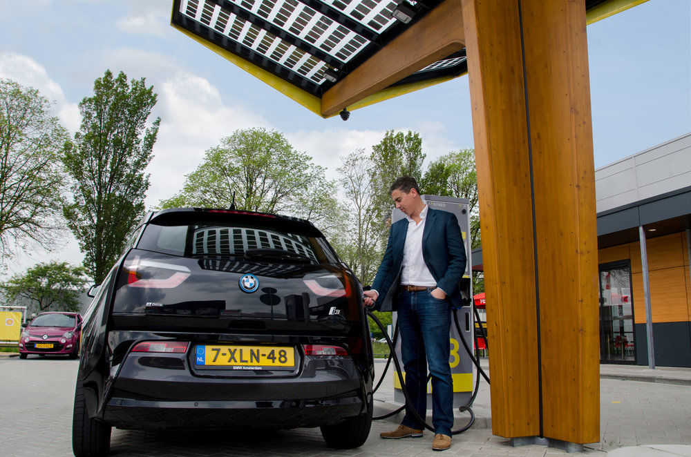 Fastned oplaadstation met BMW