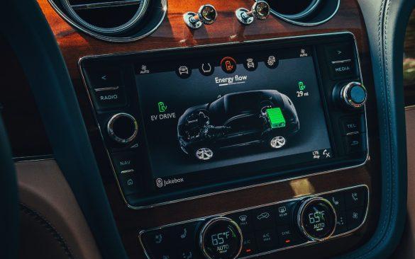 Bentley Bentayga Hybrid - touchscreen