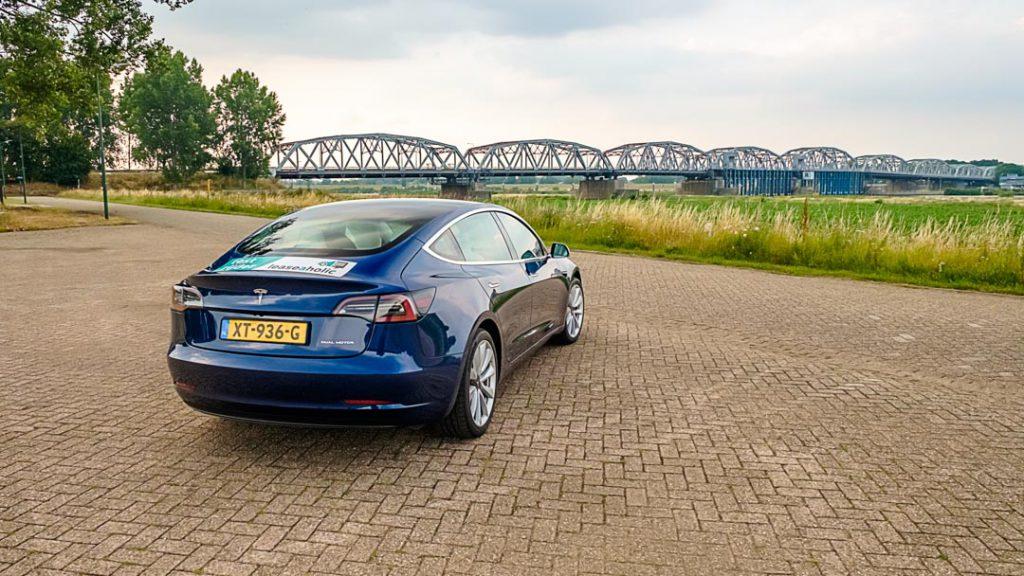 Tesla Model 3 Long Range blauw achterkant