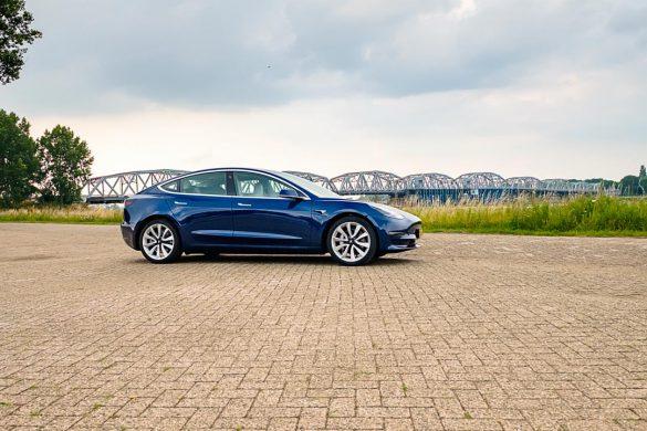 Tesla Model 3 Long Range Dual Motor zijkant