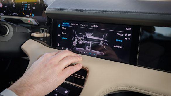 Porsche Taycan Turbo scherm